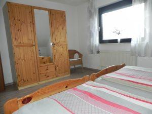 Schlafzimerschrank ferienwohnung ditzum